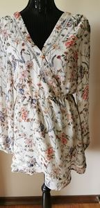 Cupcakes & Cashmere Floral Dress Size Small